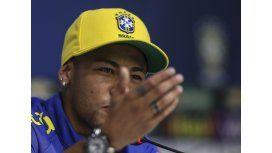 Neymar le puso los puntos a un periodista en plena conferencia
