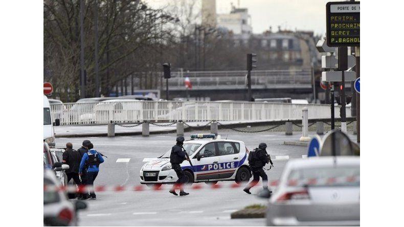 Francia toma de rehenes en una oficina de correo for Oficina correos granada