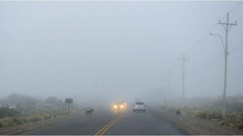 Jueves con cielo nublado cubierto por neblina