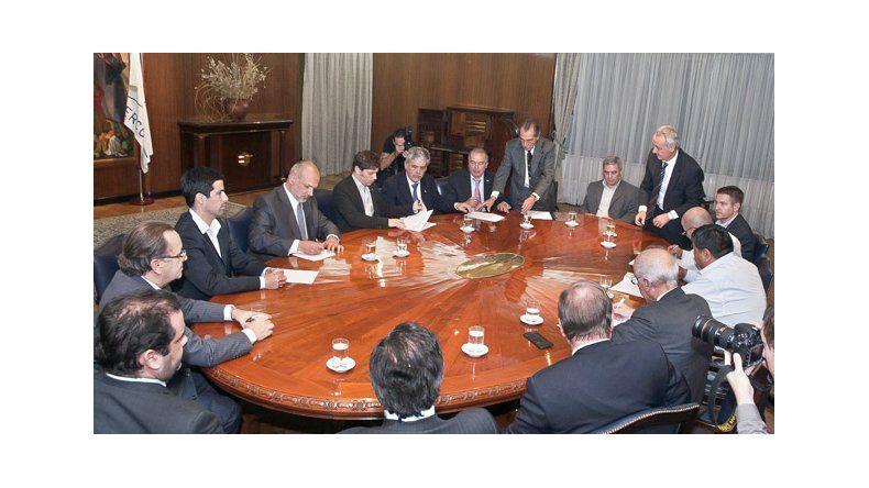 Hubo acuerdo y PAE le pagará 200 millones de pesos a Chubut