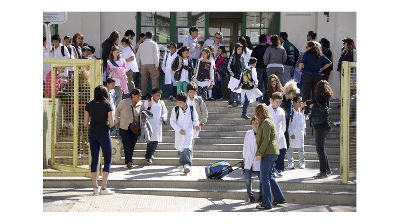 Educación y ATECh vuelven  a reunirse hoy en paritaria