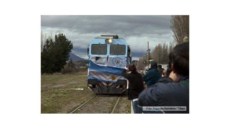 Luego de 18 años, el tren volvió a unir Buenos Aires con Bariloche