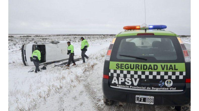 Se despistaron más de 10 vehículos en las rutas de Chubut