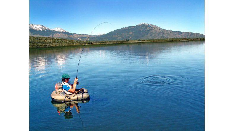 Tratan el Reglamento de Pesca Deportiva