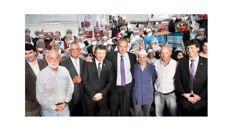 En videoconferencia con la Presidente, Buzzi  inauguró una planta clasificadora de cerezas