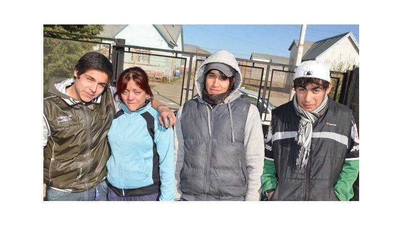 Adolescentes rescatan a cinco niños de una vivienda en llamas