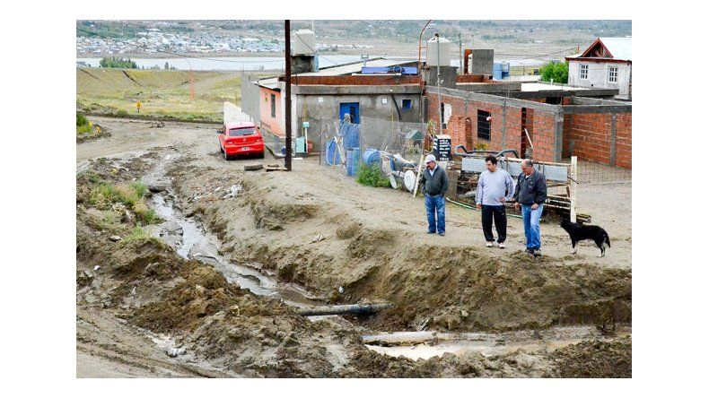 La marejada también socavó la costanera de Caleta Olivia