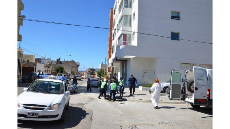 Murió un hombre al arrojarse de un octavo piso