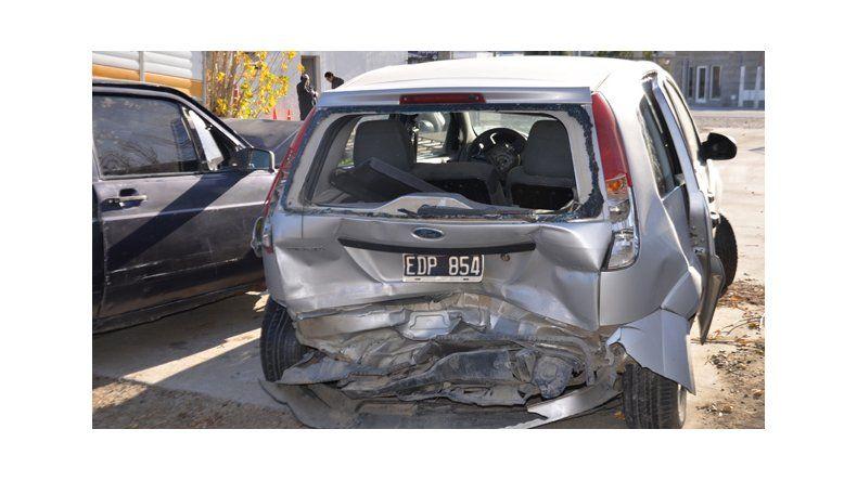 El VW Gol quedó despedazado tras impactar la parte trasera del Ford Fiesta.