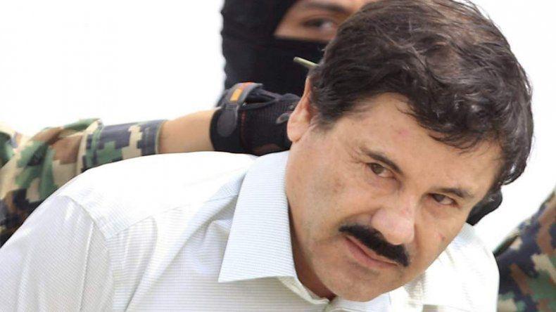 El Chapo Guzmán al ser capturado en febrero del año pasado en la costa mexicana del Pacífico.