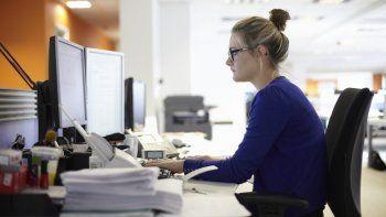 A pesar de que desarrollen el mismo trabajo, en algunas ramas laborales subsisten grandes brechas laborales entre hombres y mujeres.