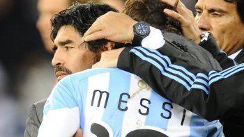 Maradona pidió que dejen de mimar a Messi