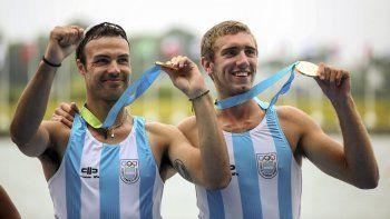 Rubén Rézola Voisard y Ezequiel Di Giámoco muestran orgullosos sus medallas de oro ganadas ayer para la delegación de Argentina.