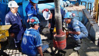 Petroleros continúan con las negociaciones
