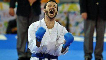El karateca Julián Pinzás llegó a la cima y no escondió su felicidad