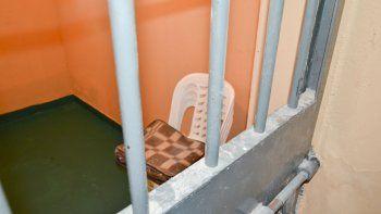 un preso escondia en su gorra marihuana y pastillas ansioliticas
