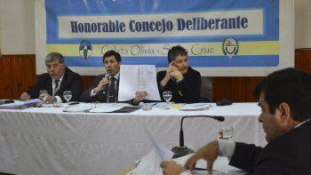 El concejal Manuel Aybar criticó que solo se les hizo llegar una fotocopia del convenio firmado y aseguró que falta documentación esencial.