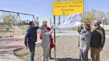 En una de las plazas de Ciudadela se descubrió una placa con el nombre del primer poblador del barrio.