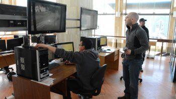 La visita del secretario de Seguridad al Centro de Monitoreo de Comodoro Rivadavia.