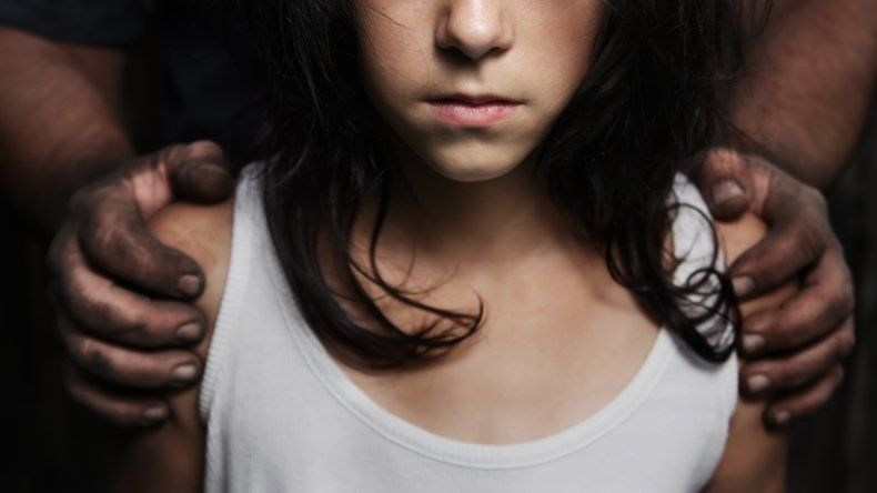 Horror en Esquel: lo acusan de abusar de una nena que debía cuidar