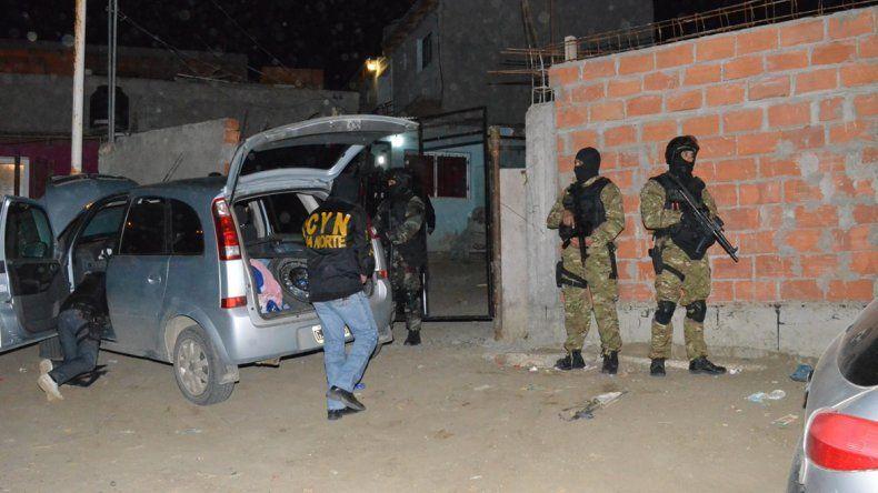 Uno de los allanamientos se concretó en una vivienda de la calle Diaguita del barrio 25 de Mayo de esta ciudad.