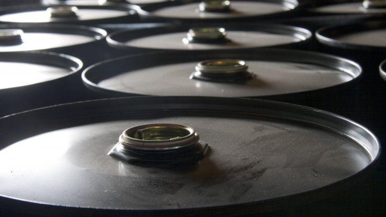 El precio del barril de petróleo registró su peor caída en seis años
