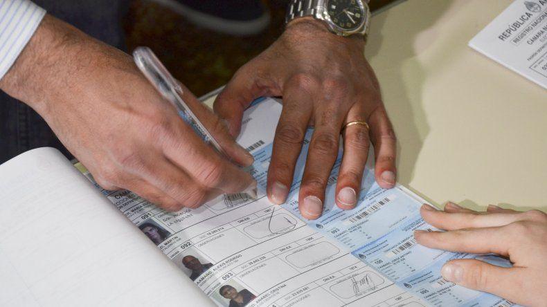 En Comodoro la mayoría de las mesas de votación tiene autoridades