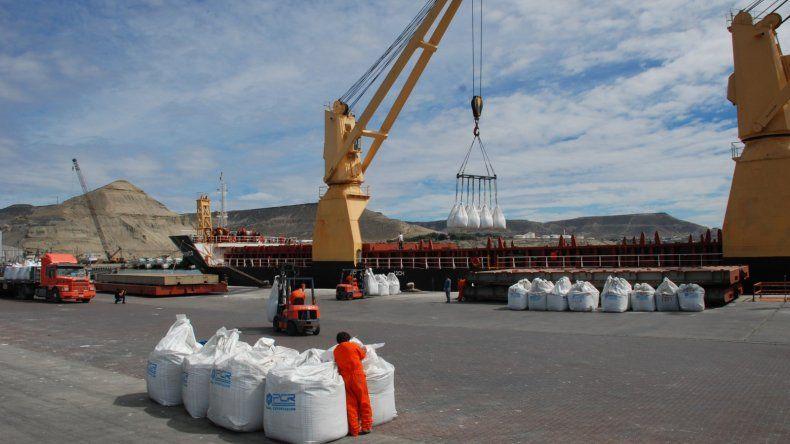 La medida que beneficia la salida de productos por puertos patagónicos regirá por cinco años.
