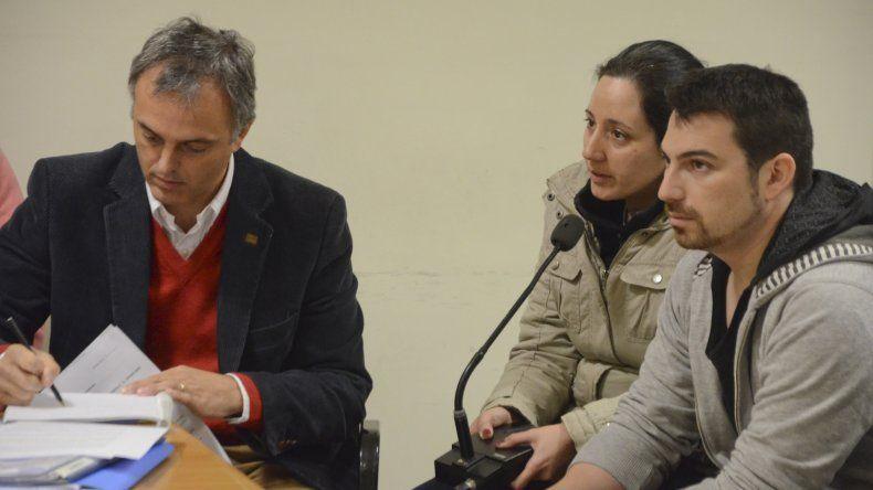 Nadia Kesen y Sergio Solís junto a su abogado defensor Guillermo Iglesias.