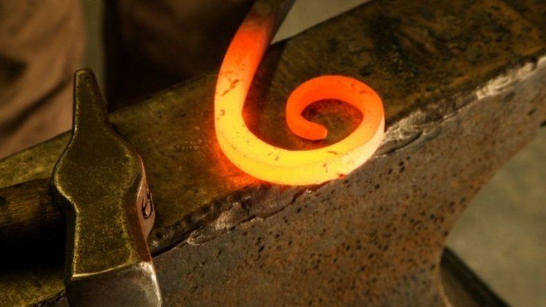 Durante un rito de iniciación lo marcaron con un  hierro caliente