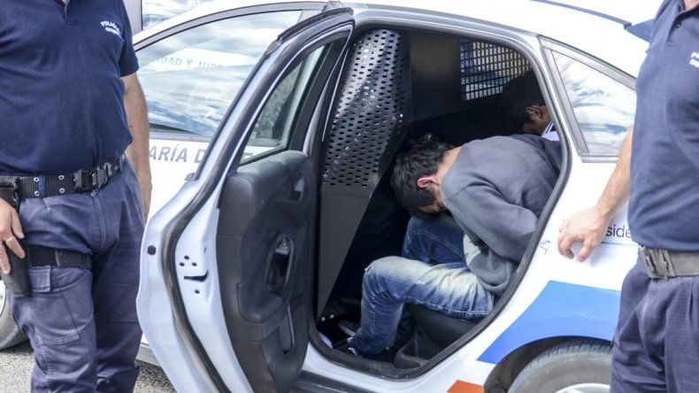 Dos menores robaron una camioneta y fueron detenidos