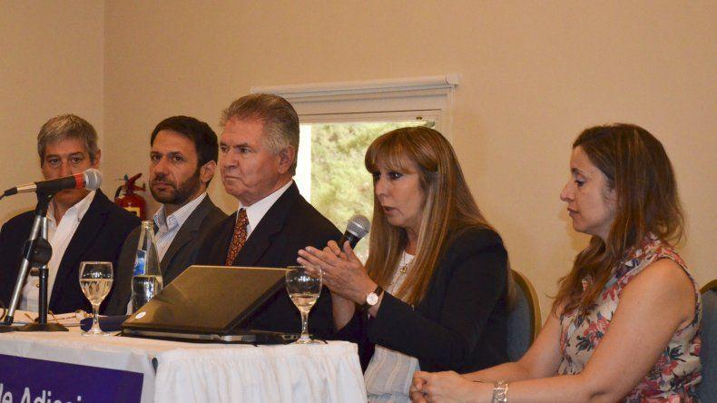 Numeroso público participa en las jornadas de prevención de adicciones con la presencia de destacados panelistas.