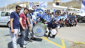 Los trabajadores de seguridad privada decidieron manifestarse frente a la playa de tanques de combustible, y pidieron la intervención de la Secretaría de Trabajo.