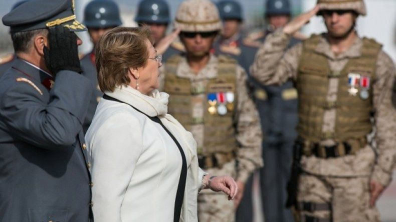 Presidenta Bachelet asiste a ejercicio militar Huracán 2015.