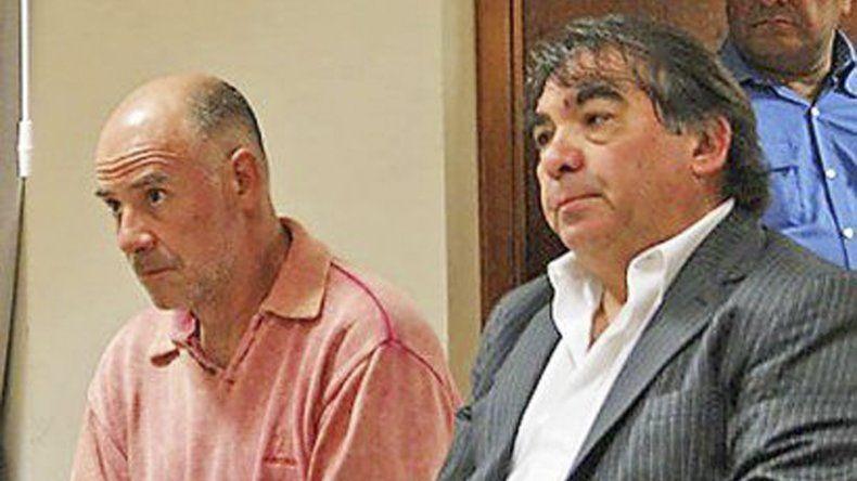 Claudio Lamonega y su nuevo abogado defensor. El acusado del triple crimen podría ser condenado a cadena perpetua.