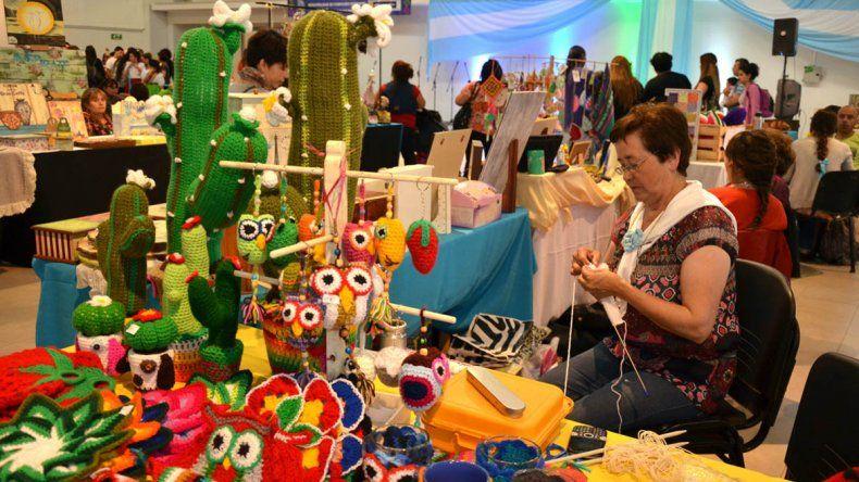 El Centro Cultural alberga hasta hoy la feria de los artesanos en conmemoración del Día de la Tradición.