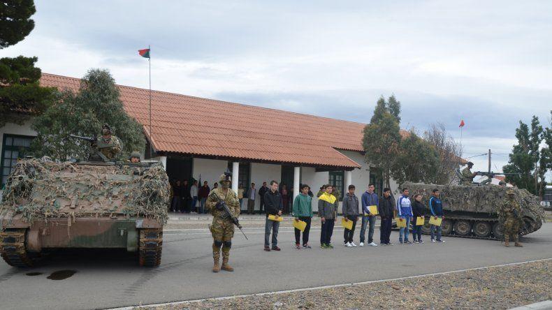 Un importante número de jóvenes de esta ciudad y de otras localidades de Chubut ingresaron ayer a la instrucción militar.