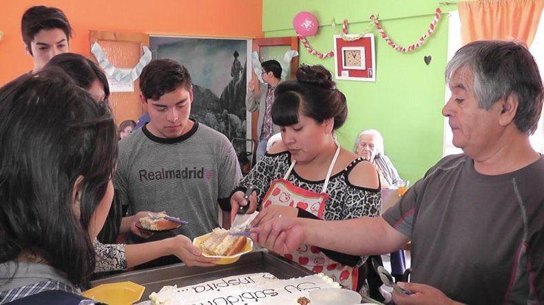 Los estudiantes elaboraron los productos con ingredientes que donó la Secretaría de Desarrollo Humano.