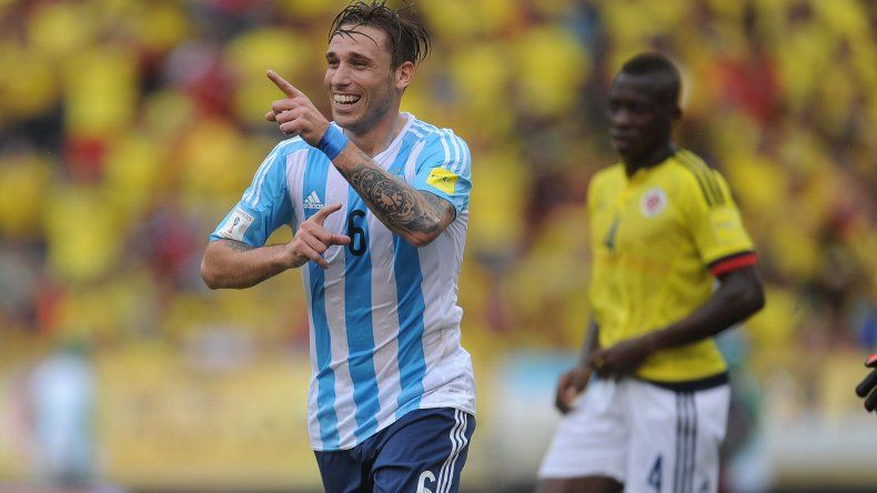 Lucas Biglia festeja el gol que le dio el triunfo a la Argentina ayer ante Colombia en la cálida Barranquilla.