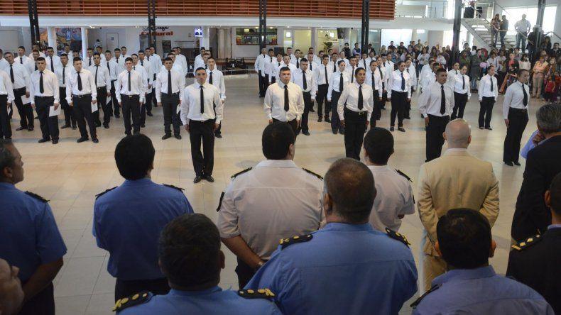 Los setenta y dos agentes serán distribuidos en las distintas comisarías de Comodoro Rivadavia.