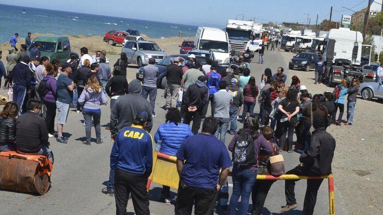 El piquete de municipales se extendió por seis horas y generó situaciones de tensión y caos vehicular