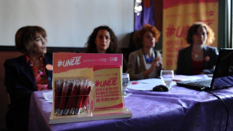 {altText(La Casa del Encuentro presentó campaña #Unete e informe sobre femicidios.,En los primeros diez meses del año  hubo 233 femicidios en Argentina)}