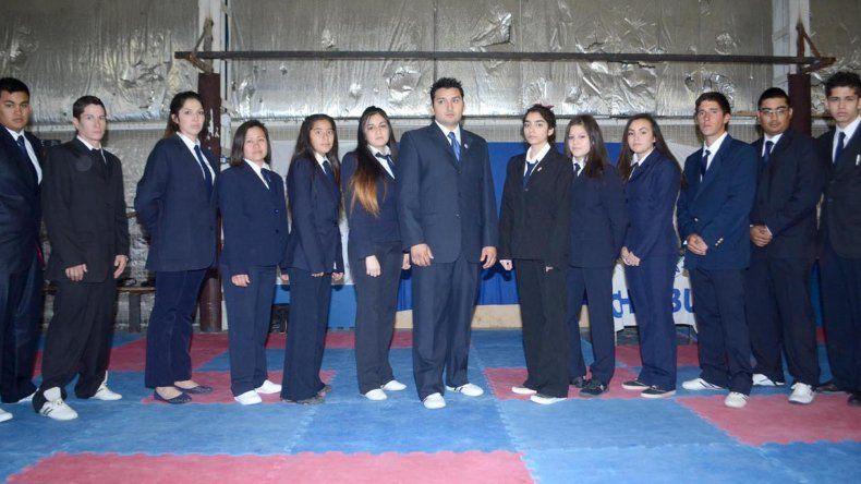 Jueces y árbitros se capacitaron en el gimnasio municipal 2 del barrio Pueyrredón.