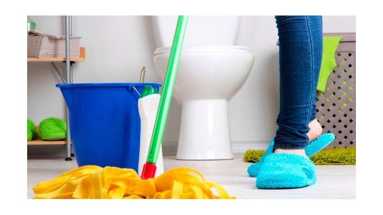 Planchar y limpiar el baño, las tareas más odiadas por ellas y ellos