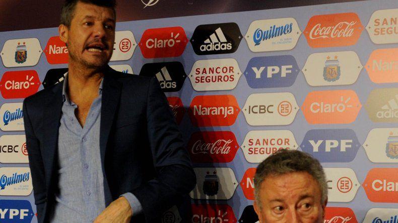 Marcelo Tinell y Luis Segura durante la conferencia de prensa que brindaron tras el papelón en la votación para presidente de la AFA.