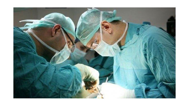 Lo operaron a corazón abierto y se olvidaron un broche