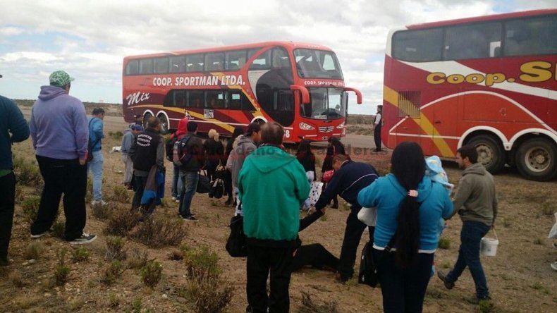 Los pasajeros descendieron con premura y ayudaron a los que sufrieron quemaduras.