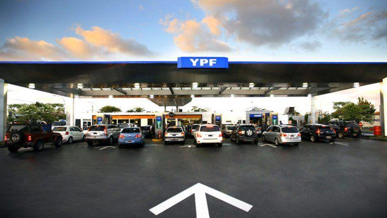 Además de información turística permite geolocalizar las más de 1.500 estaciones de servicio de YPF en todo el país.