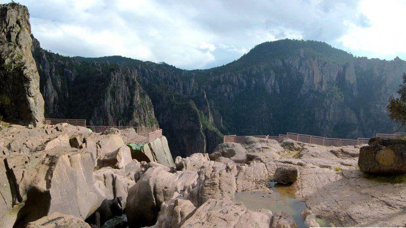 El Parque Nacional está formado por enormes formaciones rocosas y grandes extensiones de bosques de pinos.