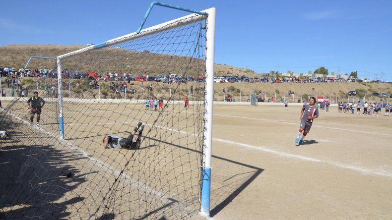 General Roca ganó en los penales y es uno de los finalistas del torneo de la categoría Senior.